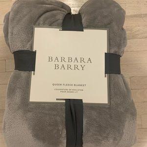 Barbara Berry Queen Fleece Blanket NWT
